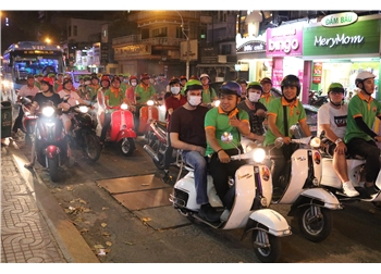 vespa tour hanoi - saigon by night street food and live music